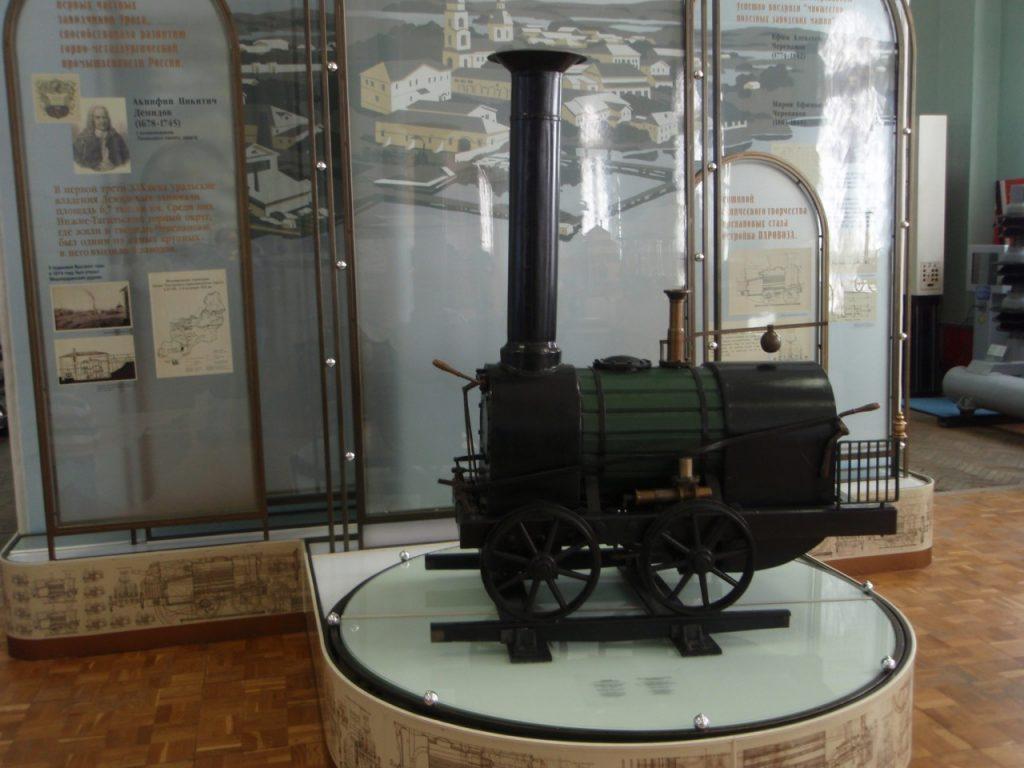 Кто построил первый российский паровоз в 1833 г