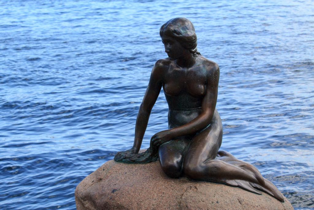 Кому из героев сказок Андерсена установлен памятник в Копенгагене-3