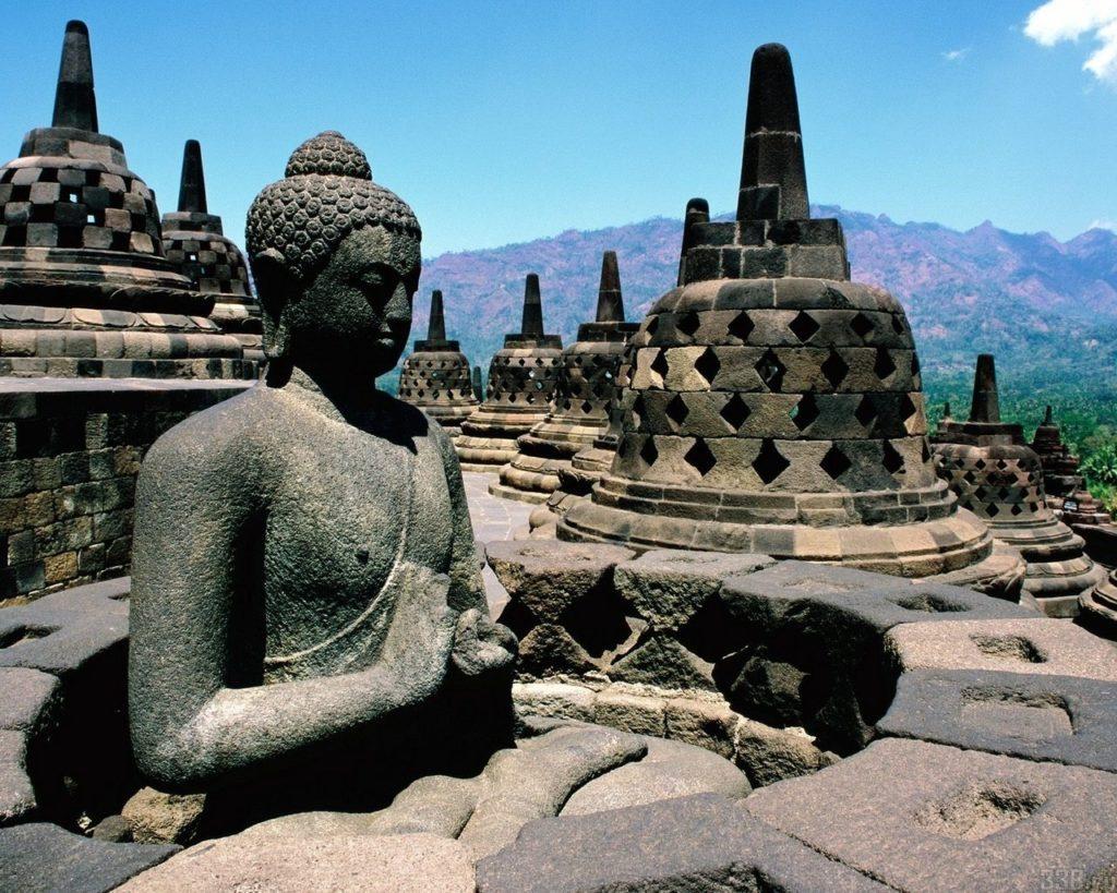 Кому в мире больше всего памятников-4