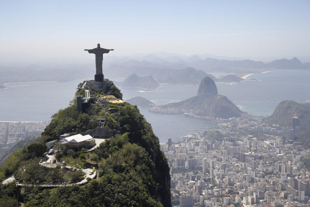 Кому в мире больше всего памятников