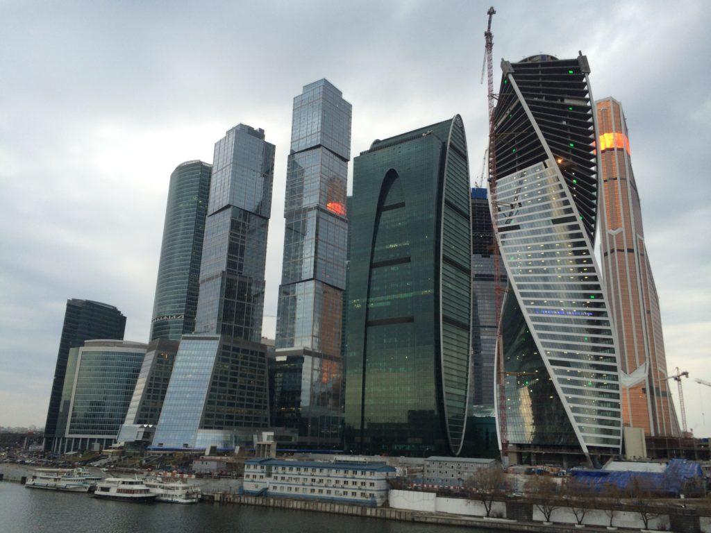 Кто из знаменитостей живет в Москва-сити-2